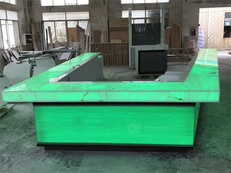 Large translucent LED bar